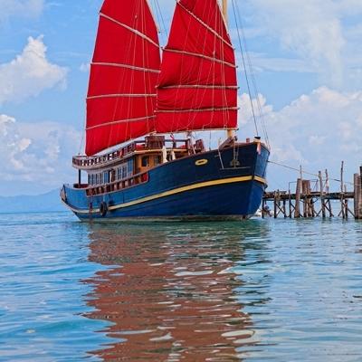 Круиз на закате на парусной яхте Красный Барон