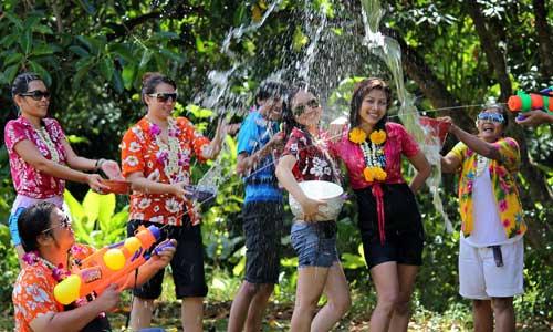 Путешествуйте по стране с тайским новым годом