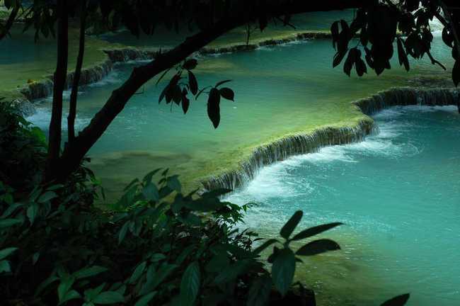 Страна зеленых гор, охровых рек и… красных галстуков