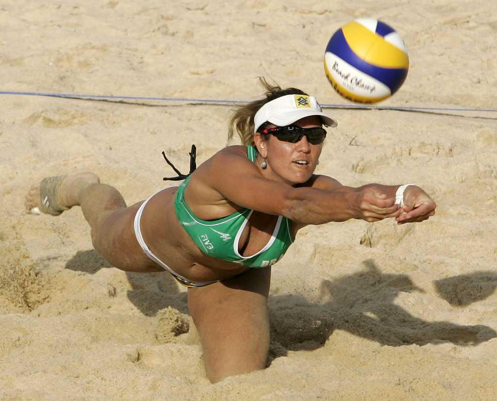 Brazil's Maria Antonelli stretches for the Mikasa