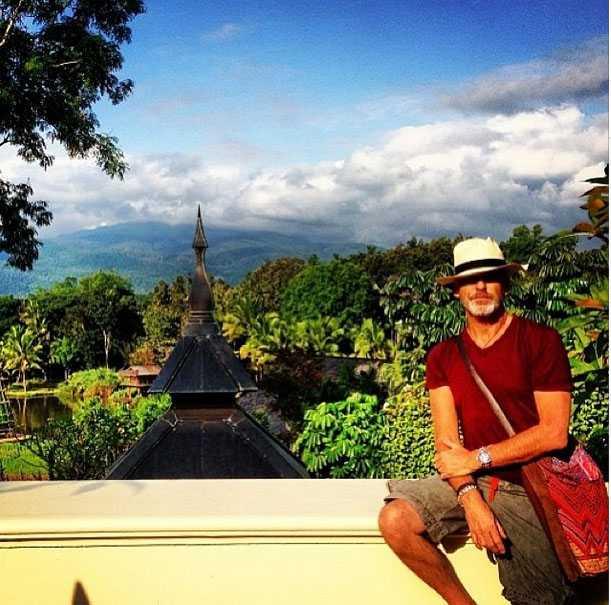 Pierce_Brosnan_in_Chiang_Mai_02