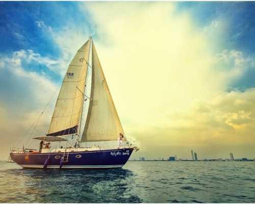 Индивидуальная морская прогулка на парусно-моторной яхте